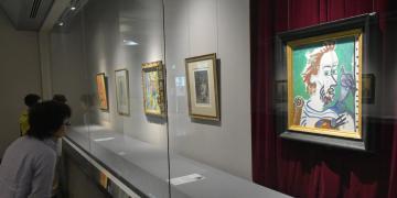 パブロ・ピカソやマルク・シャガールら海外画家の作品が並ぶコーナー=笠間市笠間の笠間日動美術館