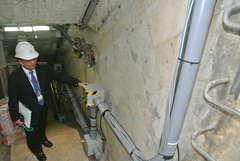 地下の共同溝に設けられた水素を供給する配管=つくば市吾妻
