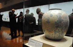 板谷波山の代表作など約200点が並ぶ大回顧展=笠間市笠間の県陶芸美術館