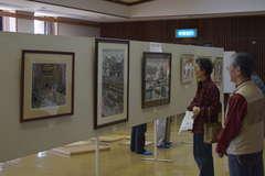 開幕した「梨の里版画展」=筑西市関本上