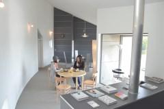 「笠間の家」の元居間に新設されたカフェ=笠間市下市毛
