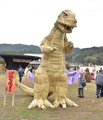 かかしグランプリに輝いた作品「ゴジラ」=常陸太田市大中町