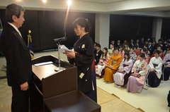 卒業式で答辞を述べる県きぬ看護専門学校の卒業生=常総市水海道橋本町