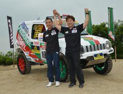 8月のアジアンラリーに参戦する篠塚建次郎さん(左)と千葉栄二さん=筑西市茂田