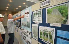 市民団体が展示した太平洋戦争に関する多数の資料や写真=筑西市丙のしもだて地域交流センター