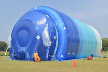 巨大テントの外観