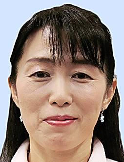 鶴田真子美氏