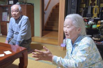 オウム真理教元幹部の死刑執行について思いを語る大山友之さん(左)とやいさん=ひたちなか市