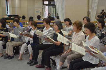 第5回定期演奏会に向けて練習に熱が入るTKC混声合唱団=ひたちなか市青葉町