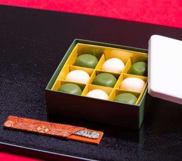 特別賞に選ばれた「きぬのまゆ玉 贅沢抹茶」(JR東日本提供)