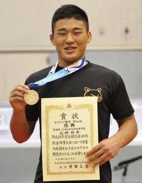 レスリング男子92キロ級で優勝した山崎祥平(土浦日大3年)