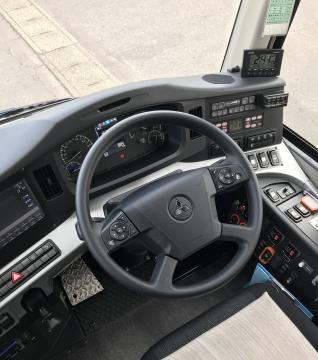 自動変速のためシフト操作がない運転席