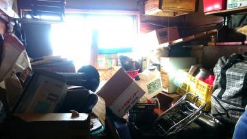 男性の家は大量の物であふれていた=2017年1月撮影(小美玉市社会福祉協議会提供)
