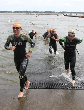 スイム競技は土浦新港の湾内で行われた