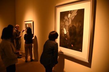 企画展「息を呑む繊細美〜切り絵アート展」で展示されている関口コオさんの切り絵作品「近松心中物語」=筑西市丙のしもだて美術館