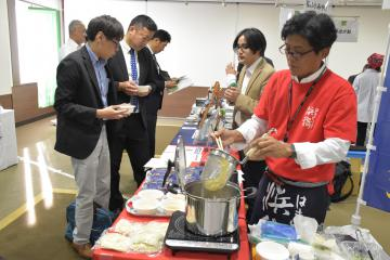 水戸駅ビル「エクセル」で開かれた福島6事業者による商品展示会=水戸市宮町