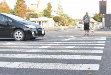 「横断歩道 停止」の画像検索結果