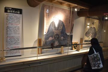 結城蔵美館で常設展示されている「御手杵の槍」レプリカ=結城市結城