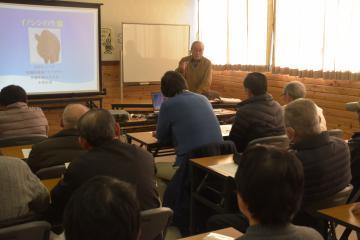 生息範囲や生態について学んだ講座「イノシシの生態について」=水戸市全隈町