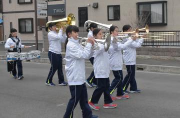 練習に励む「ブルーストーン」のメンバー=水戸市赤塚