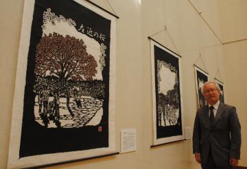 「作品を見終わって、ほっとしてもらえたらうれしい」と話す竹蓋年男さん=水戸市備前町の常陽史料館