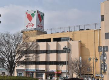 「コモディイイダ」が入居する結城駅前のしるくろーど=結城市結城