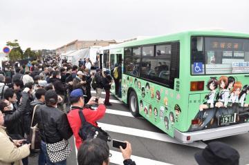 ガールズ&パンツァーのキャラクターをあしらった茨城交通の5代目ラッピングバス