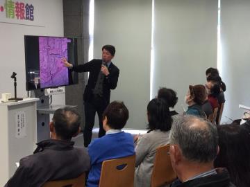 水戸の歴史を解説する沼田誠さん=水戸市南町