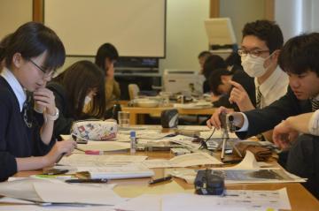 班ごとに新聞を作成。役割分担して記事を書く。レイアウト、見出しは?