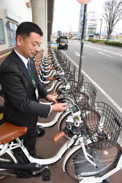 下館駅北口に面したスピカビルの南側に整備された電動自転車のサイクルスタンド=筑西市丙