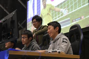 県特別先行予選大会の決勝でプレーする焼肉大好きちょぶり=水戸市緑町