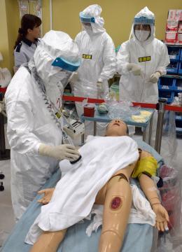 全国の高度被ばく医療5機関の医師らが参加した合同研修=千葉市