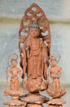 見つかった徳川光圀が寄贈したとされる阿弥陀三尊像(神奈川県立金沢文庫提供)