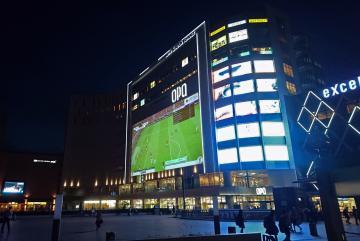 決勝戦の試合の模様をJR水戸駅南口の商業ビル「サウスタワー」の壁面に投影するイメージ図(県提供)