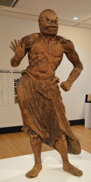 修復中の金剛力士立像(吽形)=東京都台東区の東京芸術大学