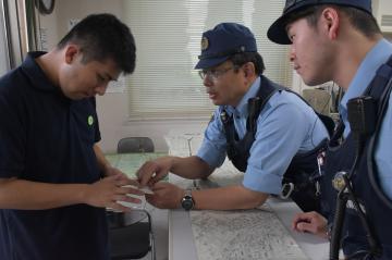 「たすけてカード」を活用し実施した避難訓練=水戸市桜川