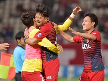 鹿島-C大阪 後半27分、ゴールを決め喜ぶ鹿島・白崎(中央)=カシマスタジアム、菊地克仁撮影