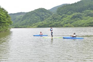 山に囲まれ、水上アクティビティーを楽しめる=高萩市横川