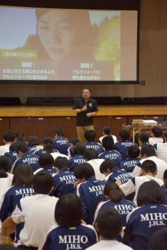 美浦中学校で行われたいじめ対応とアプリ「STOPit」に関する講座=7月18日午後、美浦村受領