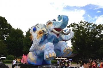 北茨城市民夏まつりに登場する巨大なゾウを模した神輿(同市提供)
