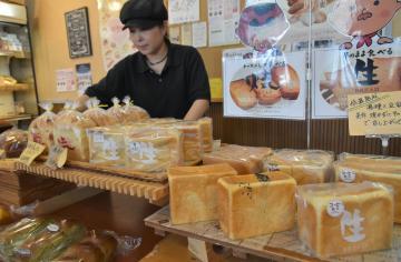 さっぱりとした甘さでもちもちとした食感が特徴の生食パンを販売する「ベーカリーYAMAKi」の谷田本店=水戸市谷田町