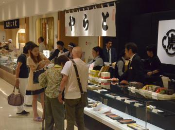 京成百貨店にオープンした老舗和菓子店「とらや」=水戸市泉町