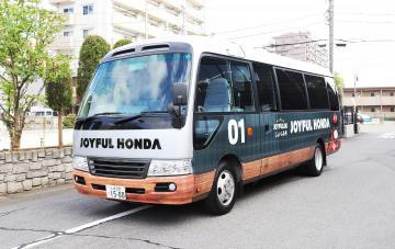 ジョイフル本田が運行する無料の買い物支援バス=土浦市内