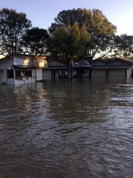浸水した道の駅かつらの建屋=13日午前6時7分ごろ、城里町御前山、写真提供・谷津安男さん