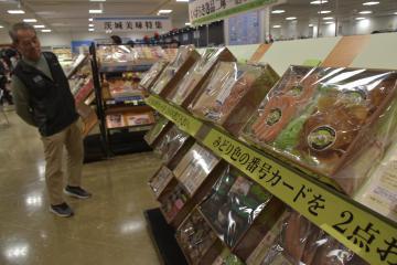 お歳暮ギフトセンターの内見会が開かれた京成百貨店7階=水戸市泉町