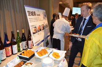 発表会で本県の特産品を使った料理や観光地を紹介=都内