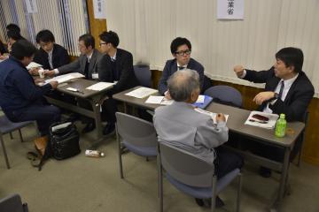 各機関の担当者が個別相談に応じた=常陸太田市中城町