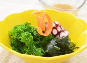 菜の花とタコのサラダ