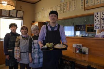 3代目のこだわりの手打ちうどん・そばが味わえるお食事処「かぞく亭」=日立市川尻町