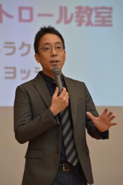 講座で子どもの安全をテーマに講話する武田信彦さん=水戸市笠原町、1月30日